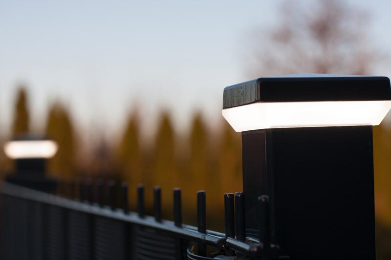 Современный заборный столб с подсветкой