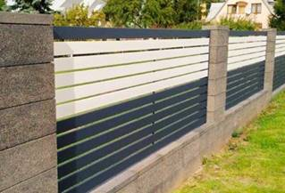 горизонтальный забор с деревоимитацией