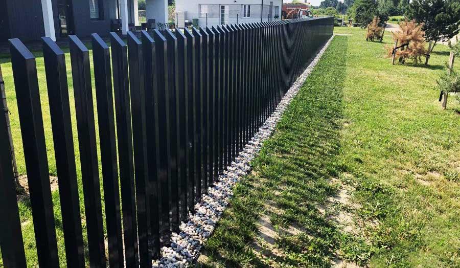 Современный забор расческа