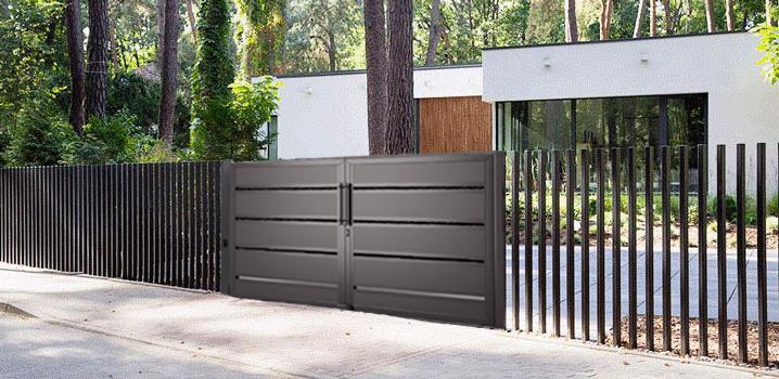 Открытый забор с воротами