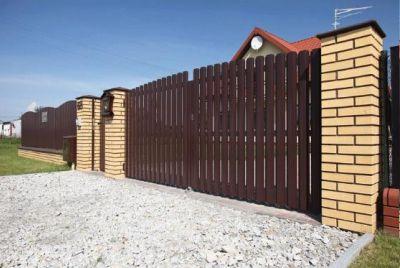 Забор и распашные ворота из штакетника
