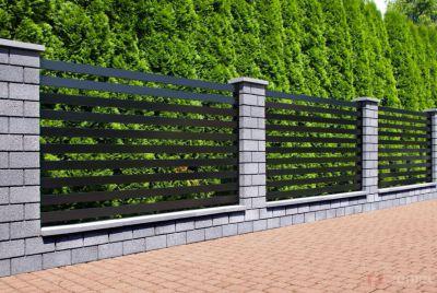 Бетонный забор серый