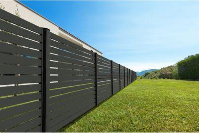 Черный забор из металла
