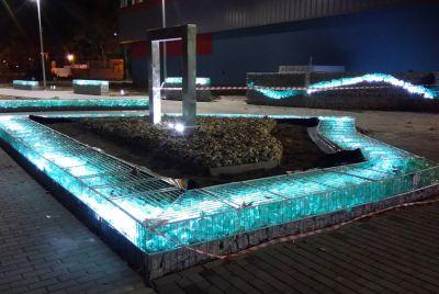 Габионы с подсветкой в ландшафте