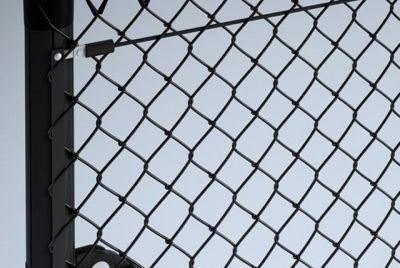 Забор из плетенной сетки