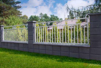 Серый каменный забор