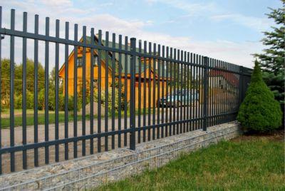 Вертикальный забор из металла