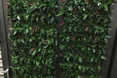 Забор с листьями