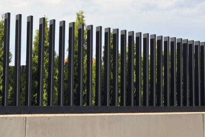 Современый забор-расческа
