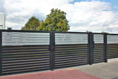 Забор с серой вставкой